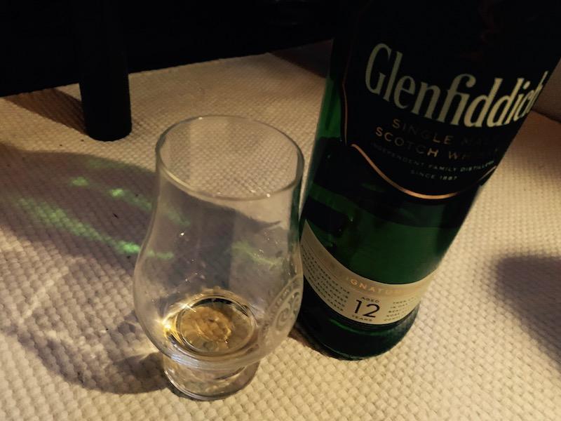 三角ボトルは小さな手に優しい Glenfiddich。